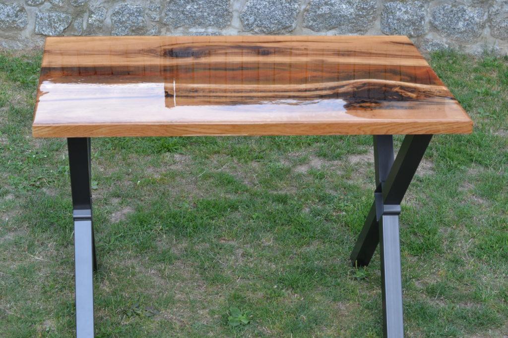 Licí epoxidová pryskyřice, nábytek z  epoxidové pryskyřice, jídelní stůl