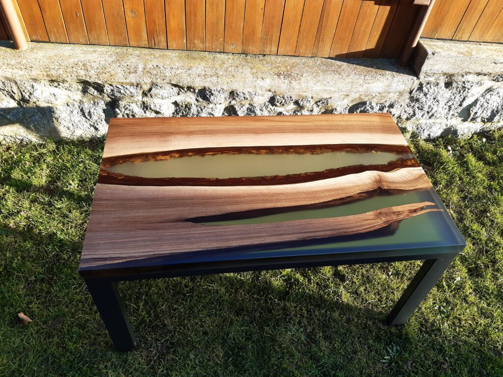Výroba nábytku z masivu a epoxidové pryskyřice, jídelní stůl z epoxidové pryskyřice, konferenční stolek z epoxidové pryskyřice,